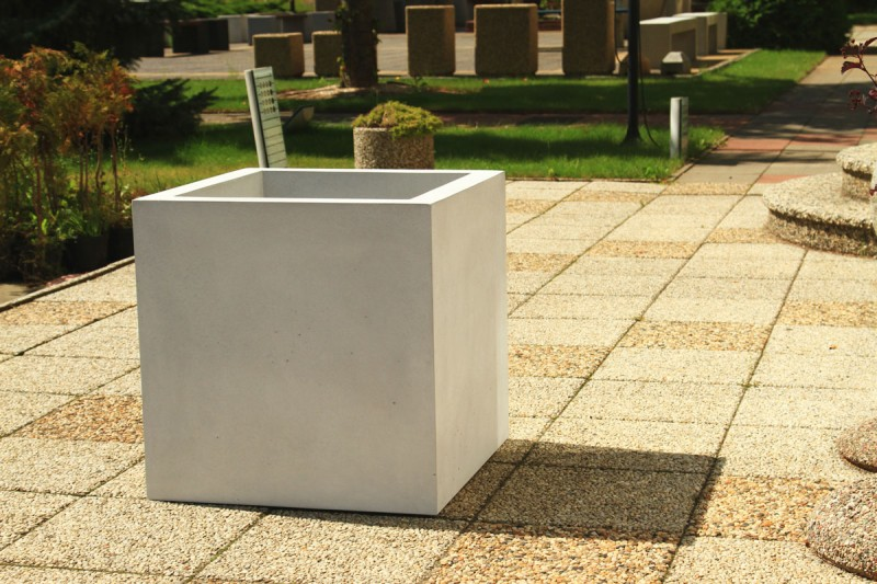 DECO white concrete planter 01 Inter Play Playground